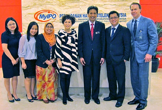 From left: Janet Toh and Cheah Chiew Lan-LES Malaysia; Malaysia IPO Deputy DG Shamsiah Kamaruddin; Yvonne Chua, Past-President LESI; Director General Dato Azizan; Brian Law-President LES Malaysia; and Rick Dunham.